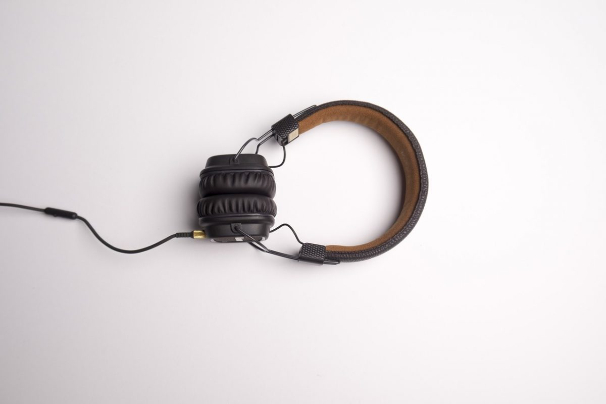 headphone-1868612_1280-1200x800.jpg