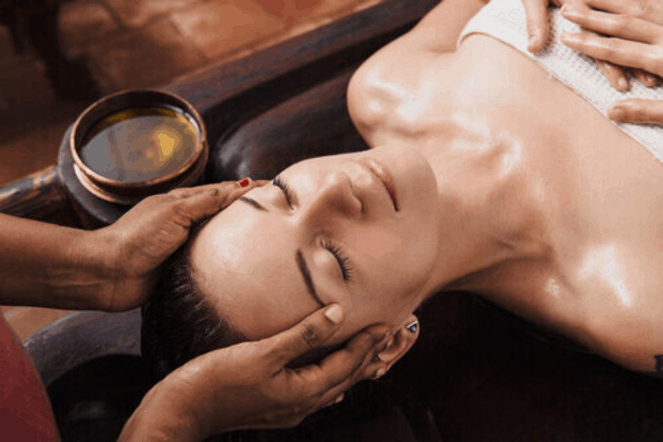 ayurvedic-head-massage-naturopath.png